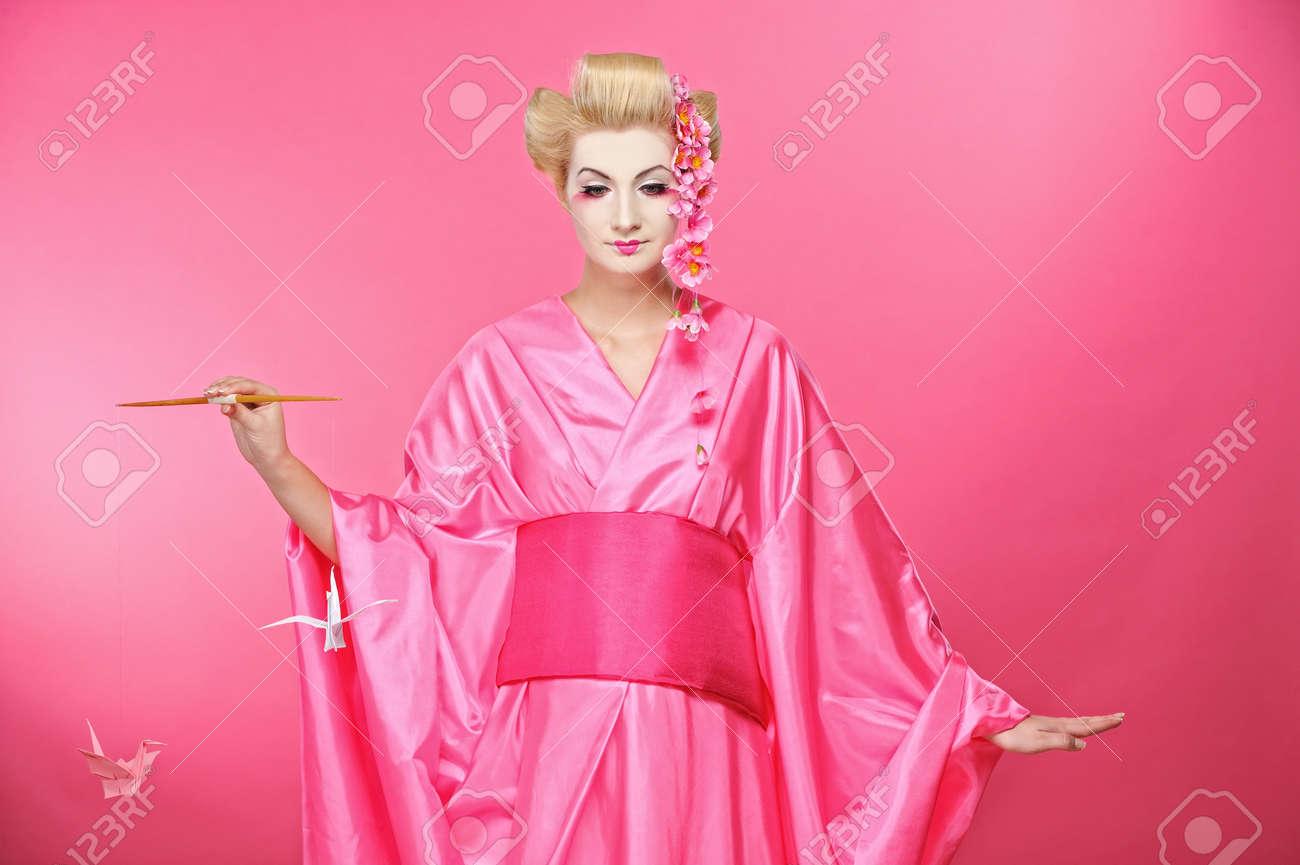 Beautiful geisha with an origami birds Stock Photo - 6976569