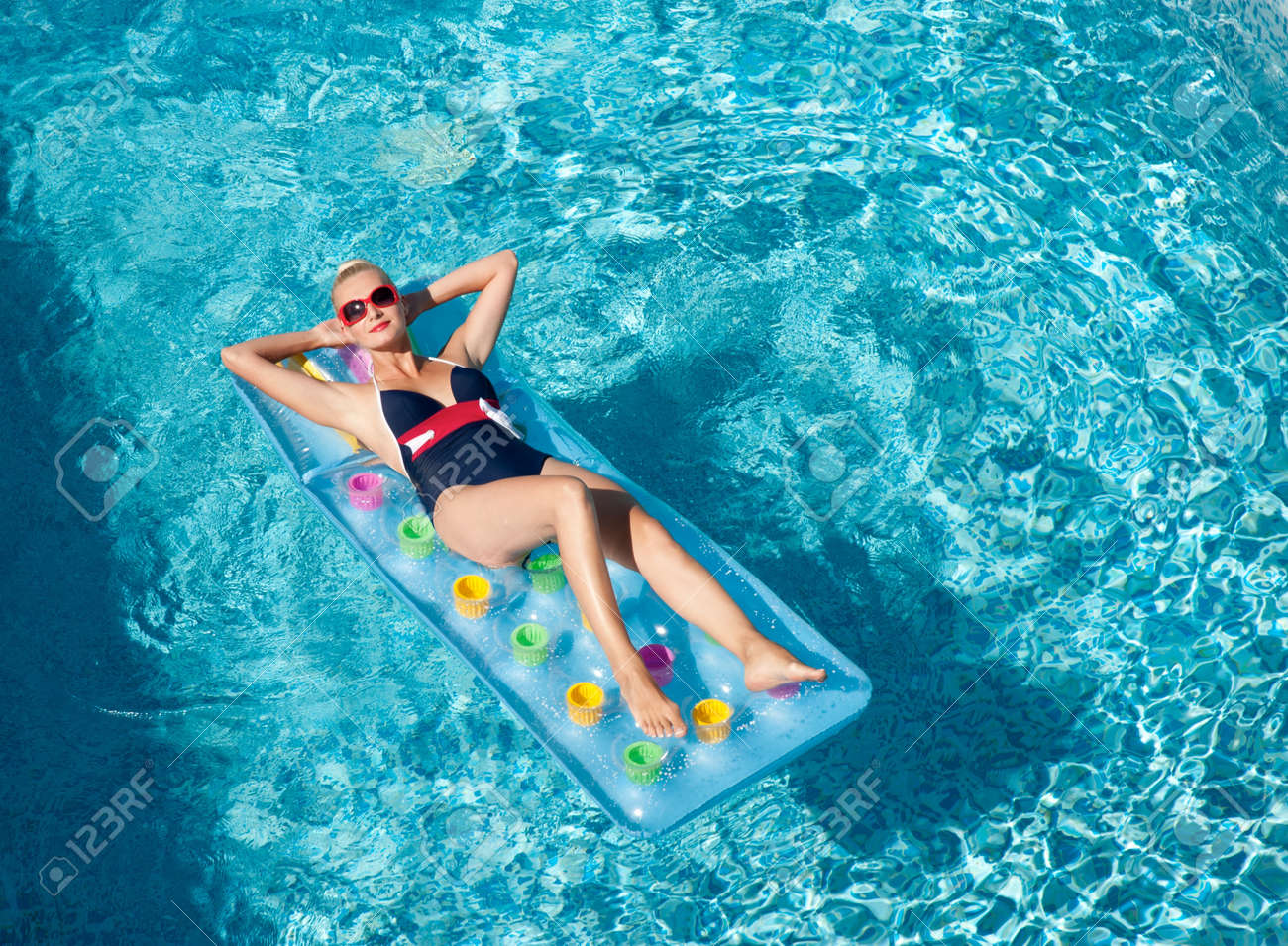 Pin up girl in the swimming pool Stock Photo - 9949792