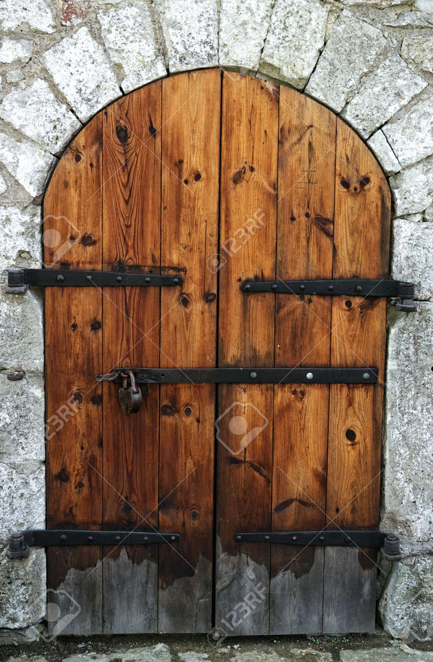Merveilleux Old Wooden Door In A Stone Wall. Stock Photo   10987493