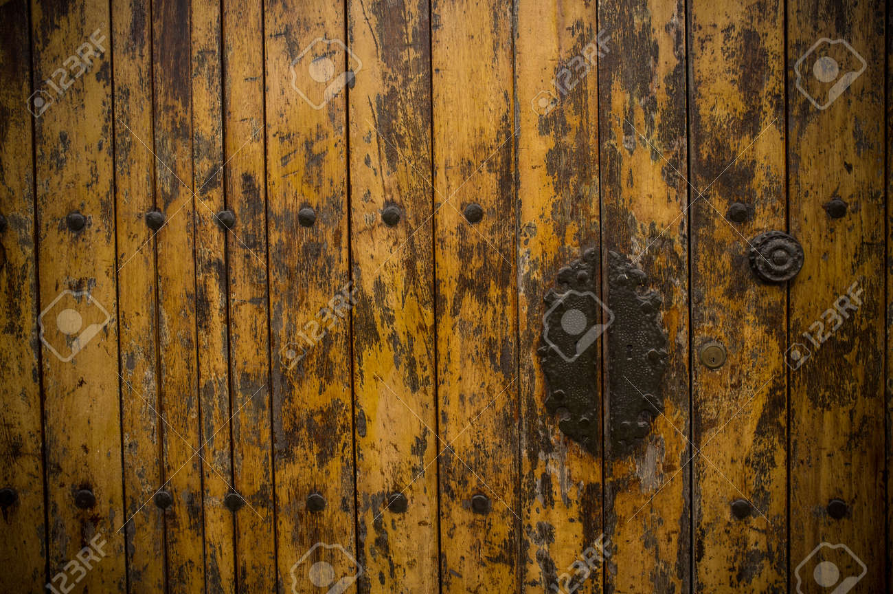 Old wooden door Stock Photo - 16053324