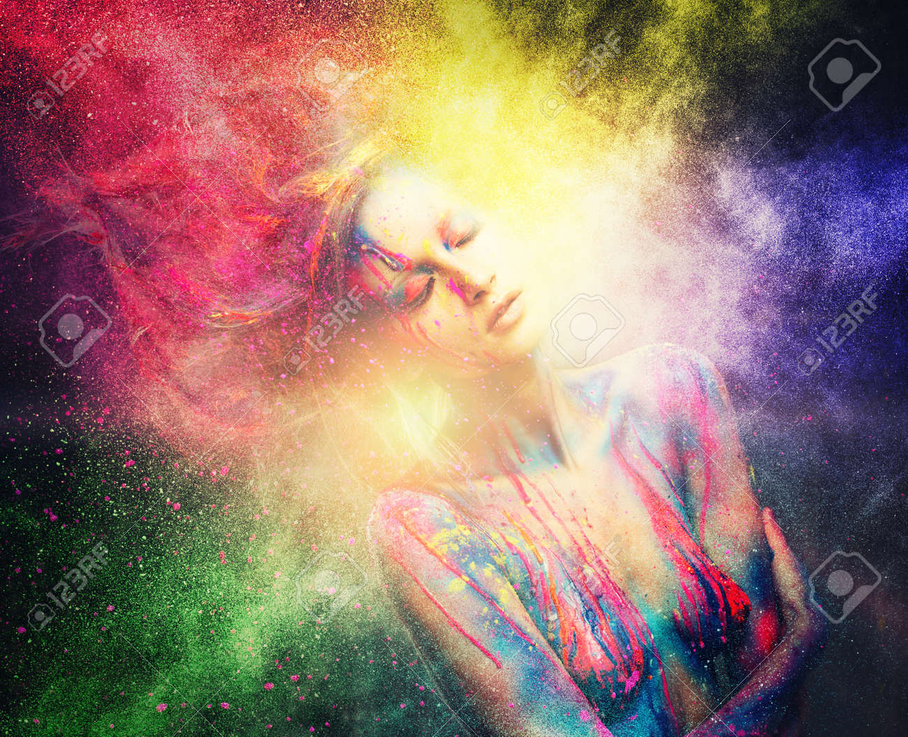 Mujer Musa Con El Arte Corporal Creativo Y Peinado En El Colorido