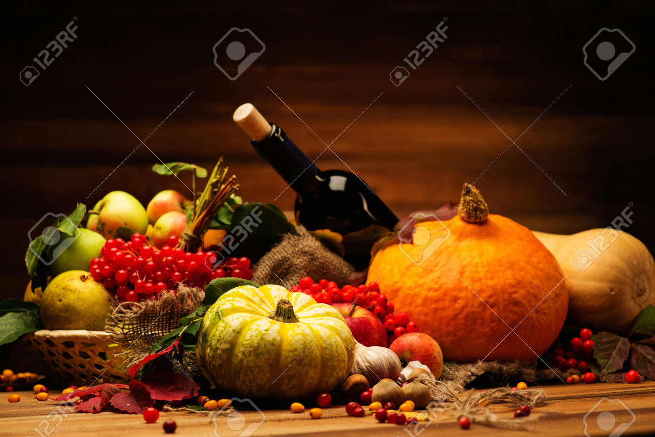 Thanksgiving day autumnal still life with bottle of wine - 31612981