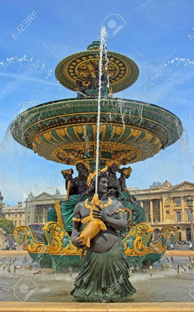 fountain Place de la Concorde in Paris (France) Stock Photo - 11301407