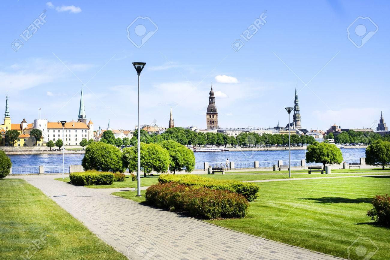 Riga, ラトビアの岸壁のダウガヴ...