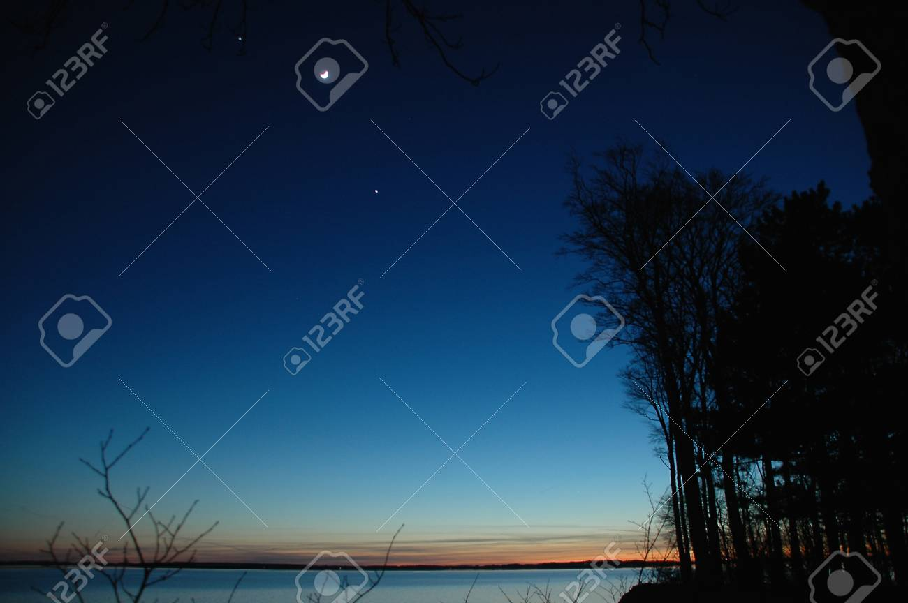 Conjunction between (left to right) Jupiter, Moon and Venus seen