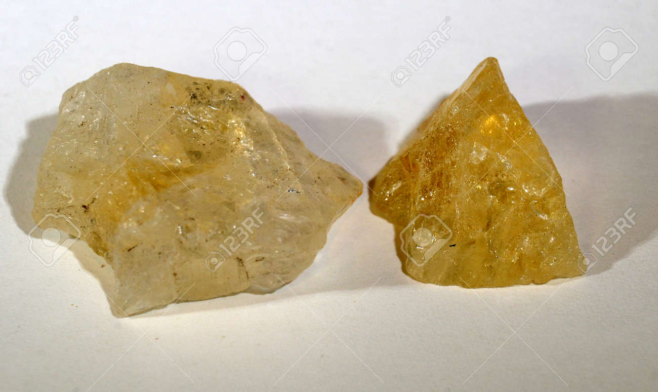 Two piece of citrine, a yellow quarz variant mant to support wealth and psrosperity. - 157956656