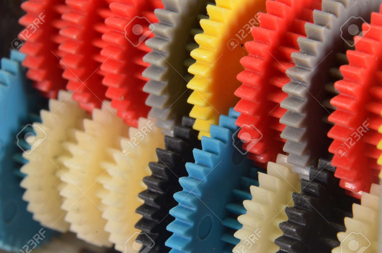 Diagonal view of a row with colorfulgear wheels - 171347970