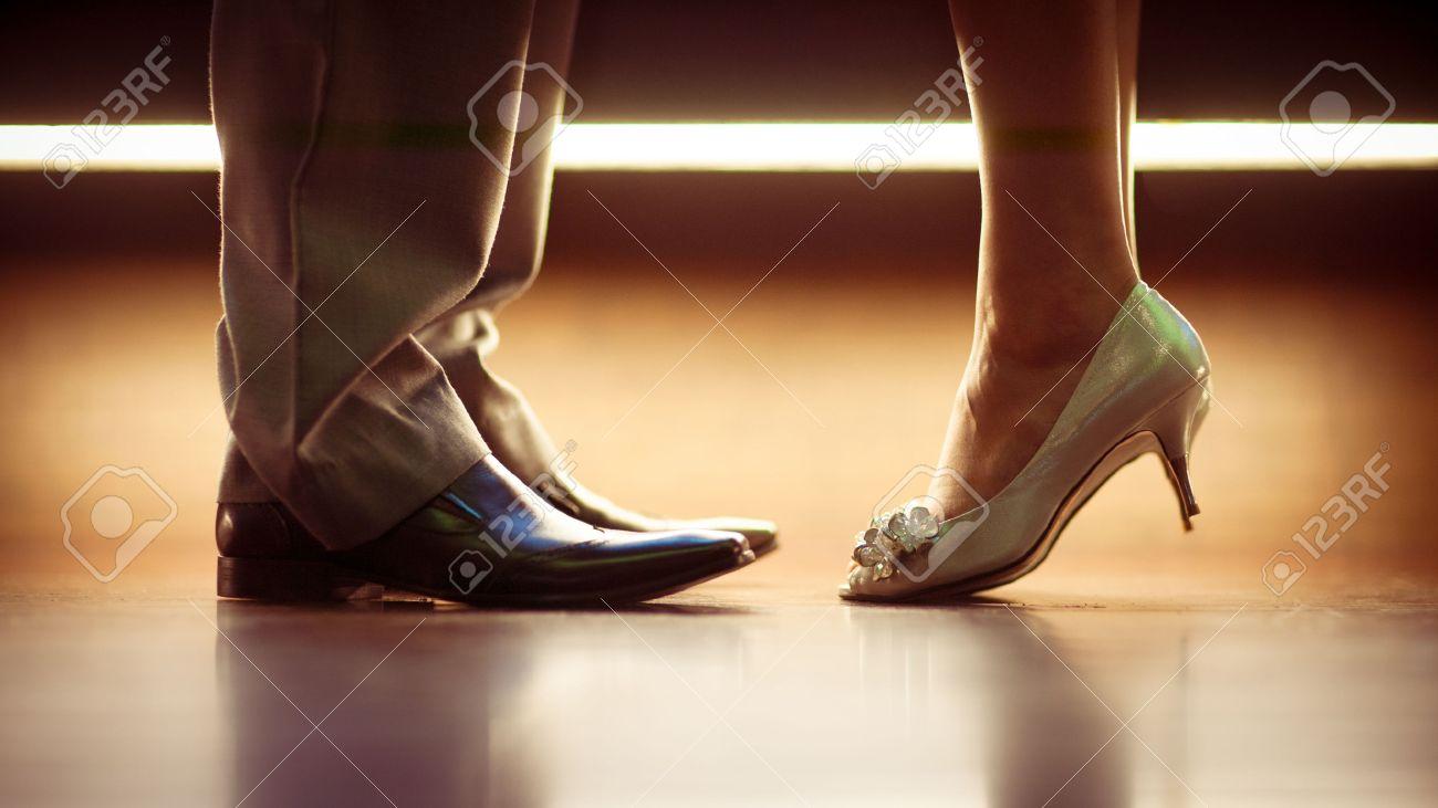 Piernas Zapatos Románticos Un Una Y De Hombre Mujer SMqULzjVpG