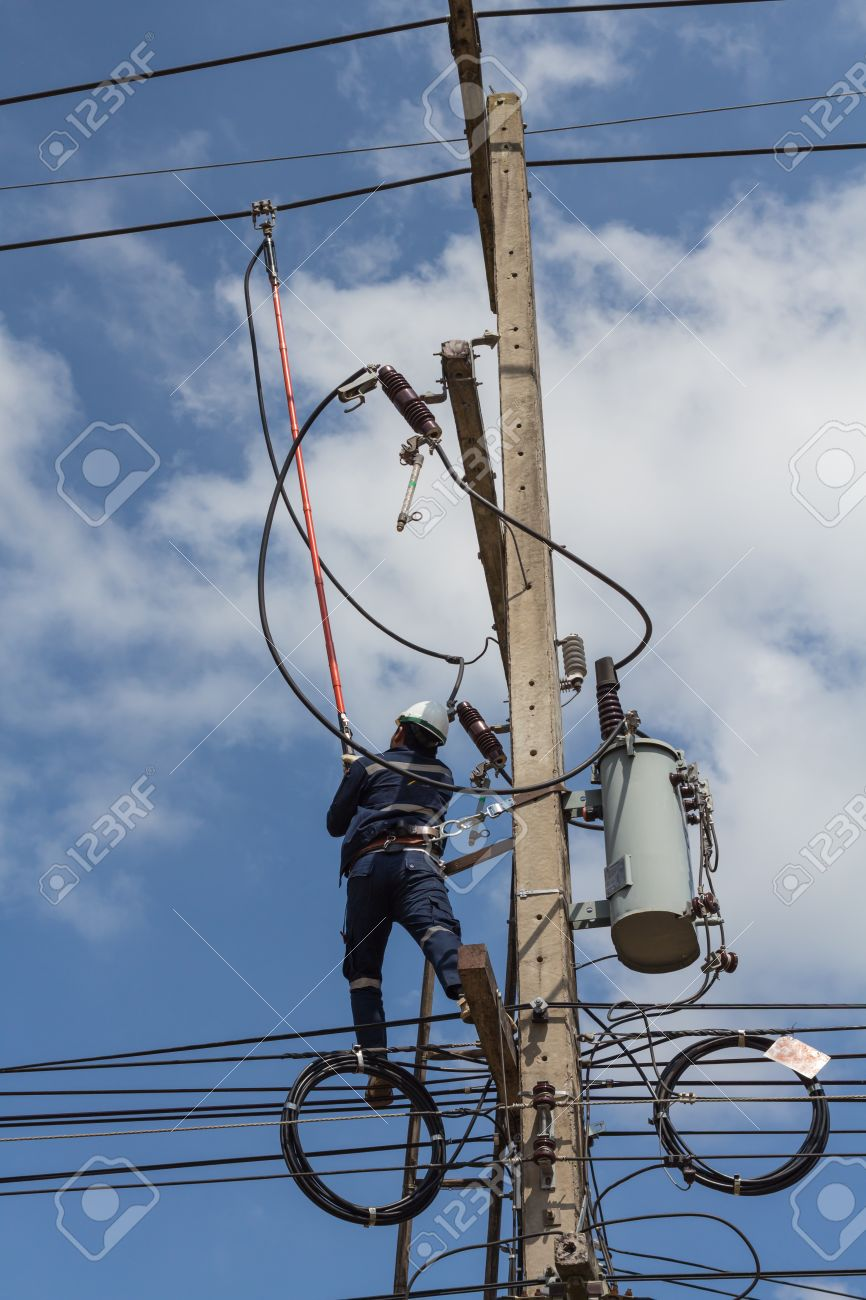 Workers Are Using A Disconnect Stick Tools To Disconnect High ...