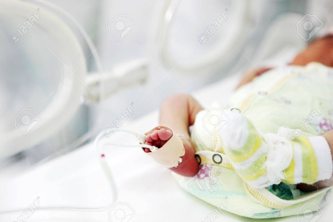 newborn baby in hospital. Stock Photo - 17610800