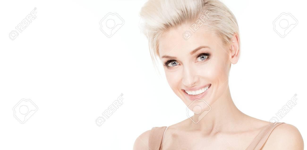 Beauty Portrait Der Jungen Kaukasier Blonde Frau Mit Kurzen Frisur