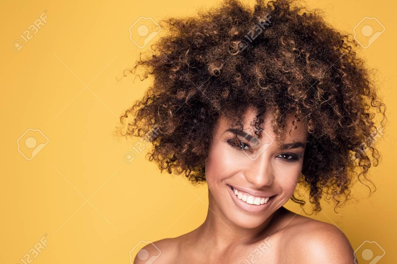 Portrait De La Beaute De La Jeune Fille Afro Americaine Avec Une