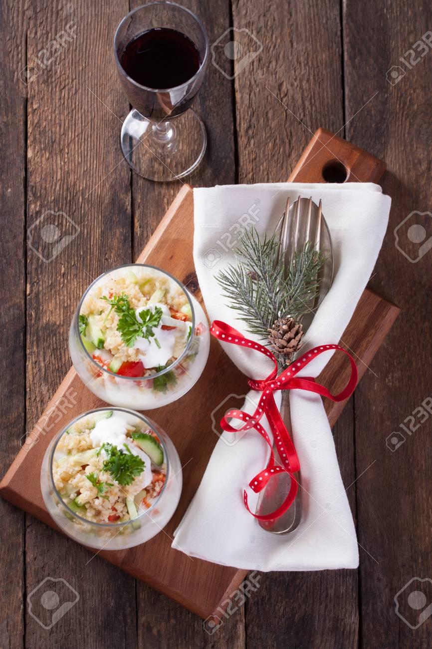 Salat Mit Gemüse, Bulgur Und Joghurt In Einem Glas Zu Weihnachten ...