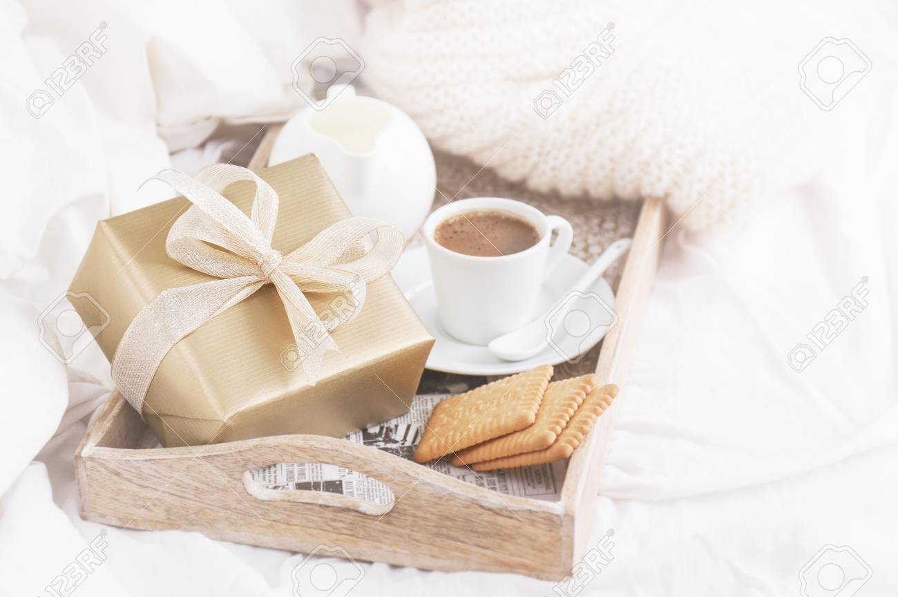 Petit Dejeuner Romantique Avec Cafe Biscuits Et Coffret Cadeau Anniversaire Mariage Ou Concept Saint Valentin Ton Vintage Doux