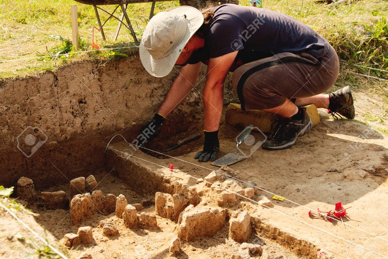 Archeological tools, Archeologist working on site, close-up, hand and tool. - 83975602