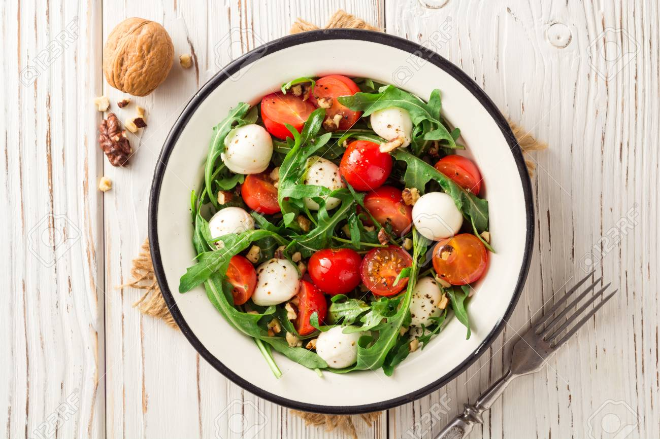 Watch Tomato, Mozzarella and Arugula Salad video