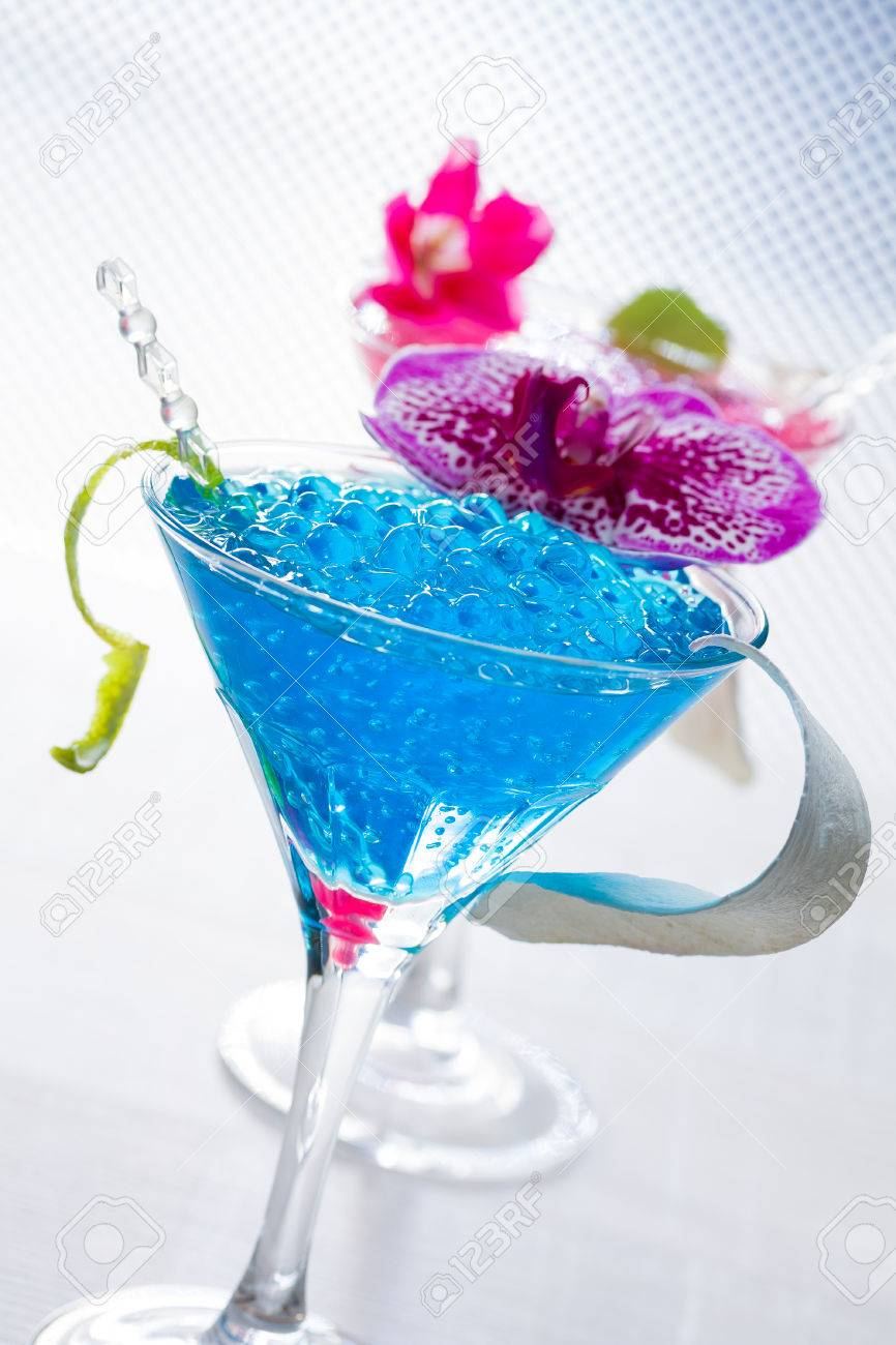 Swimmingpool cocktail  Molecular Mixology - Swimming Pool Cocktail With Caviar And Flower ...