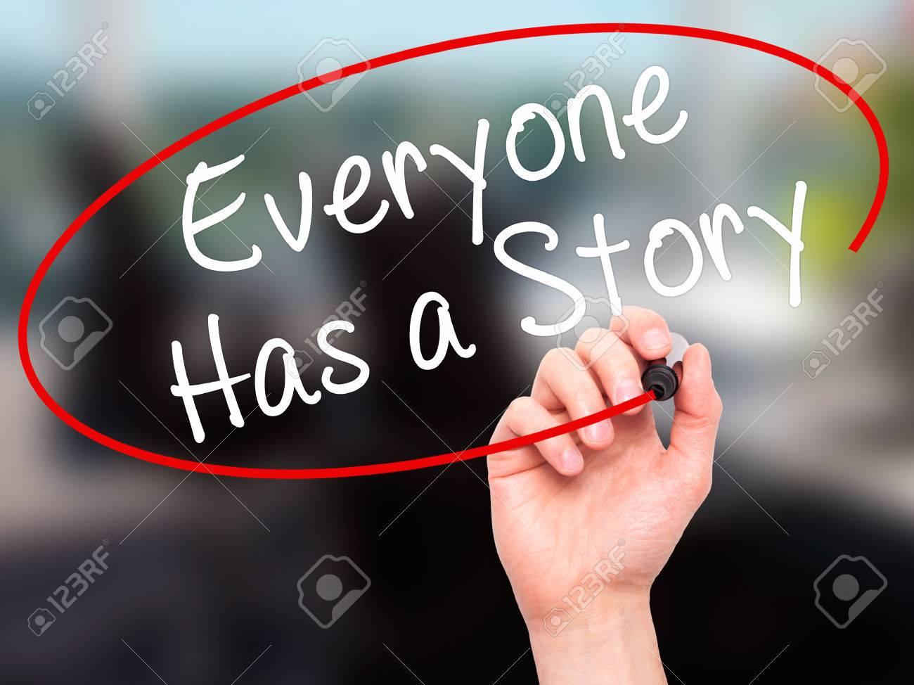 Main de lhomme écrit tout le monde a une histoire avec un marqueur