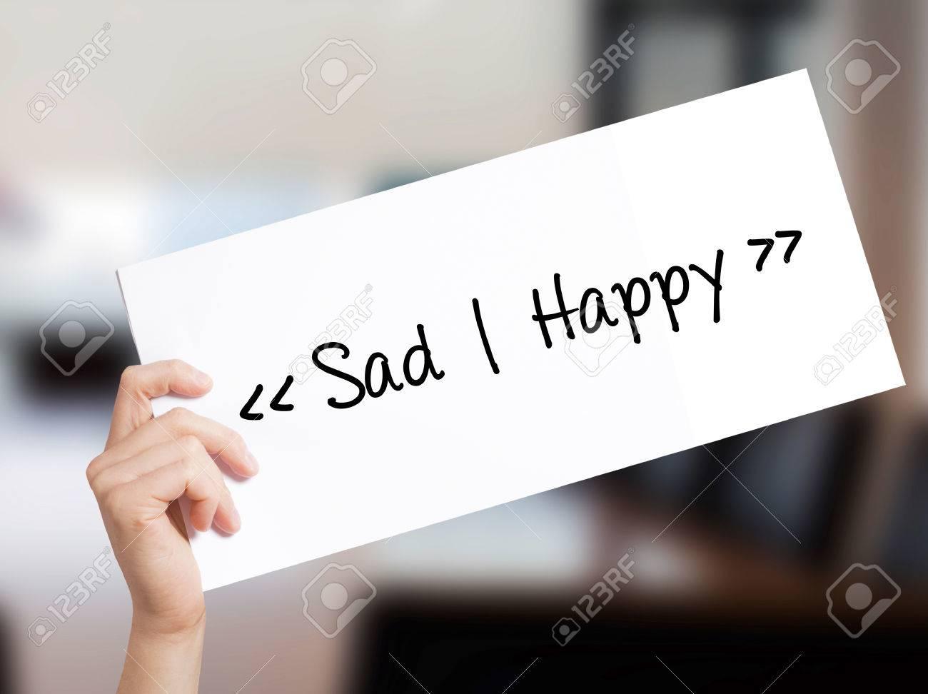 Triste happy sign sur papier blanc main de l homme tenant le