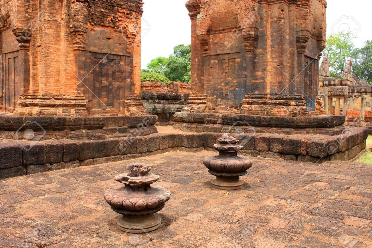 Prasat Muang Tam Stone Sanctuary, Buriram, Thailand Stock Photo - 9270177