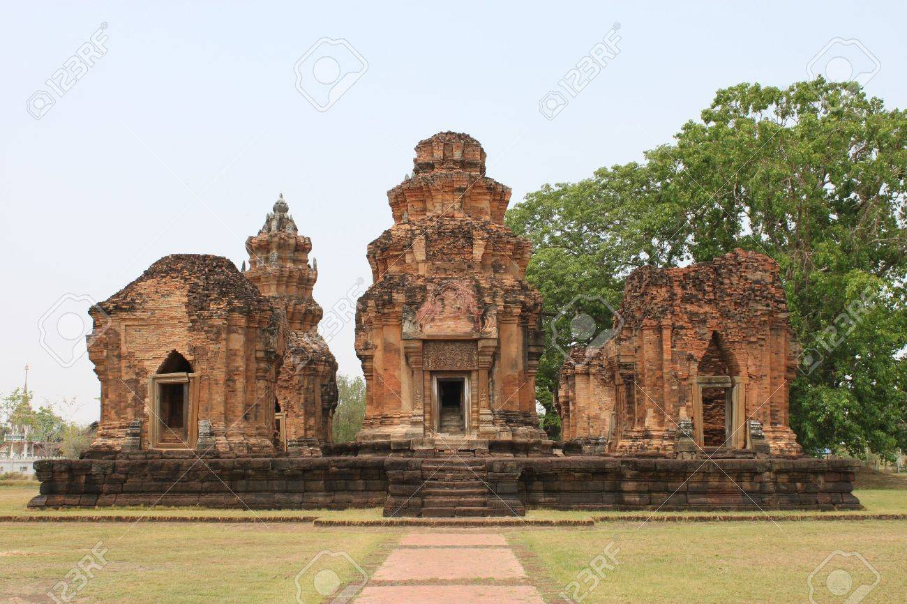 Prasat Sikhoraphum Brick and sandstone Sanctuary, Surin, Thailand Stock Photo - 9328145