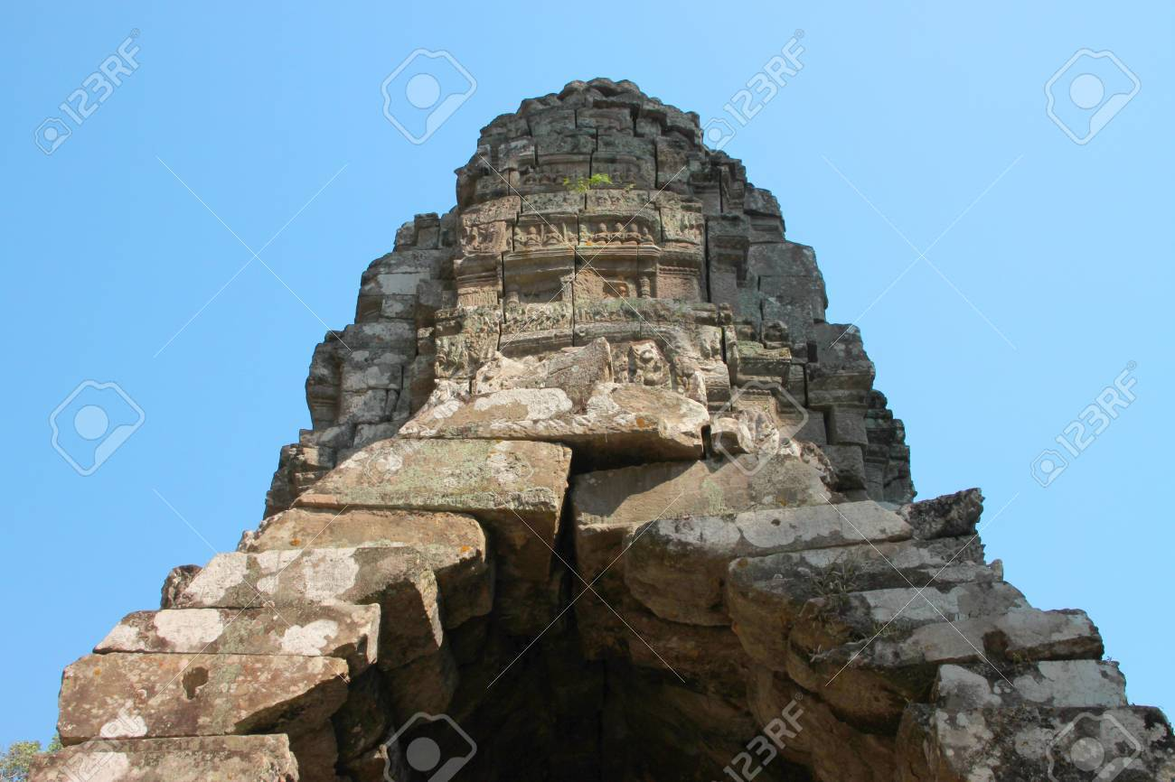 Back central building in ancient Khmer architecture, Prasat Praeh Khan Stock Photo - 12628201