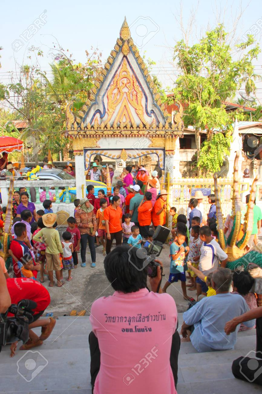 YANGSRISURAT, MAHASARAKHAM - MARCH 22 : Unidentified Buddhists in procession of ordination ceremony are coming in temple on March 22, 2012 at Wat Nongbuasantu, Yangsrisurat, Mahasarakham, Thailand. Stock Photo - 13491319