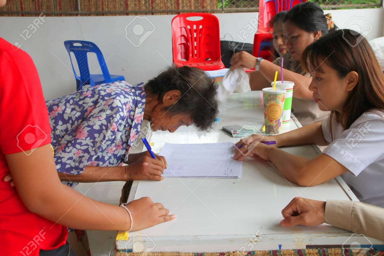 MUANG, MAHASARAKHAM - AUGUST 28 : Unidentified voters are voting village headman on August 28, 2012 at village hall, Ban Dong Noi, Wang Nang, Muang, Mahasarakham, Thailand. Stock Photo - 15079669