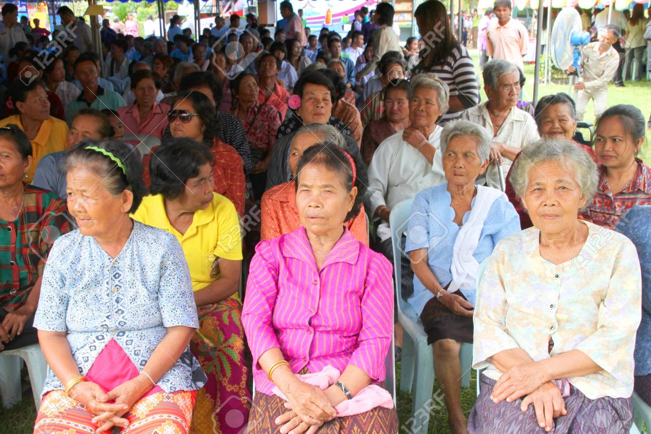 MUANG, MAHASARAKHAM - SEPTEMBER 19 : Unidentified villagers are waiting for visiting of provincial governor in public secter services mobile project on September 19, 2012 at Wat Don Whan, Muang, Mahasarakham, Thailand. Stock Photo - 15454549