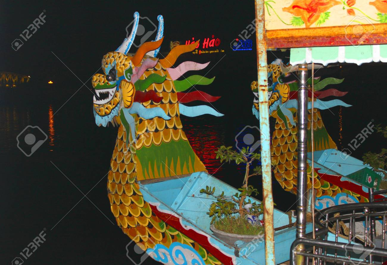 Dragon heads boat for night romance show on December 9, 2012 at The Perfume River of Hue city, Vietnam. Stock Photo - 16994694