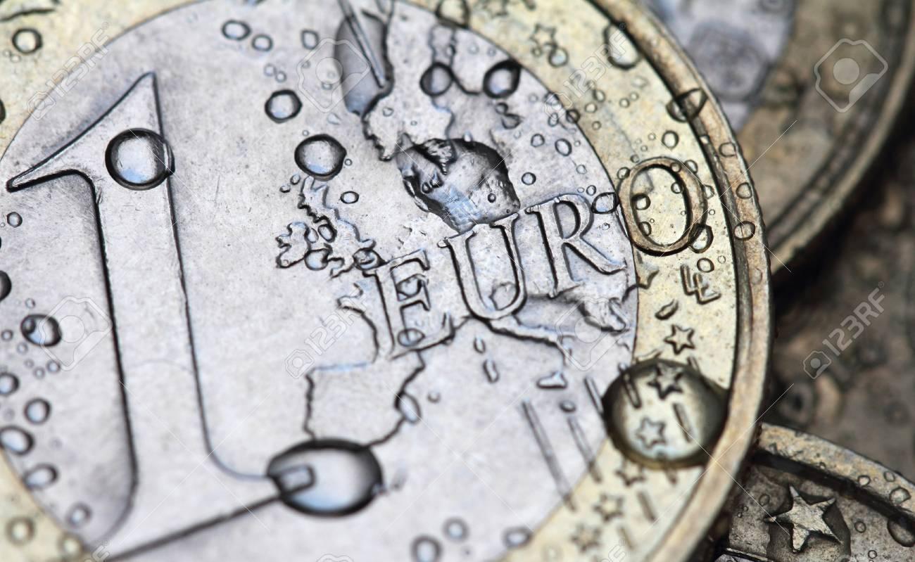Euro Münze Detail Mit Wassertropfen Lizenzfreie Fotos Bilder Und