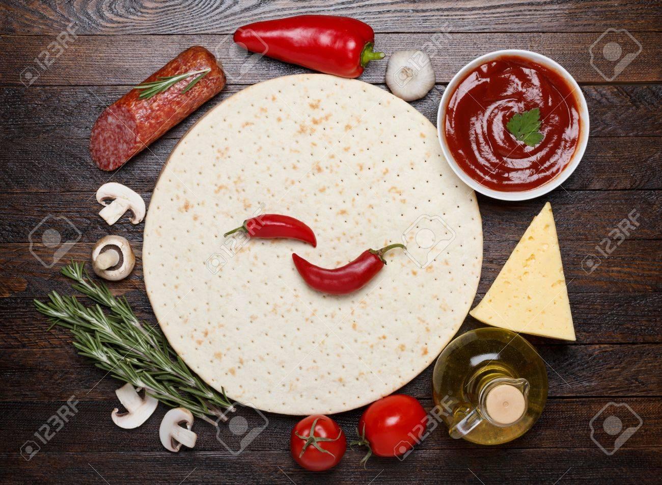 Cocinar Champiñones Frescos | Cocinar La Pizza Con Ingredientes Frescos Masa Salami Salsa