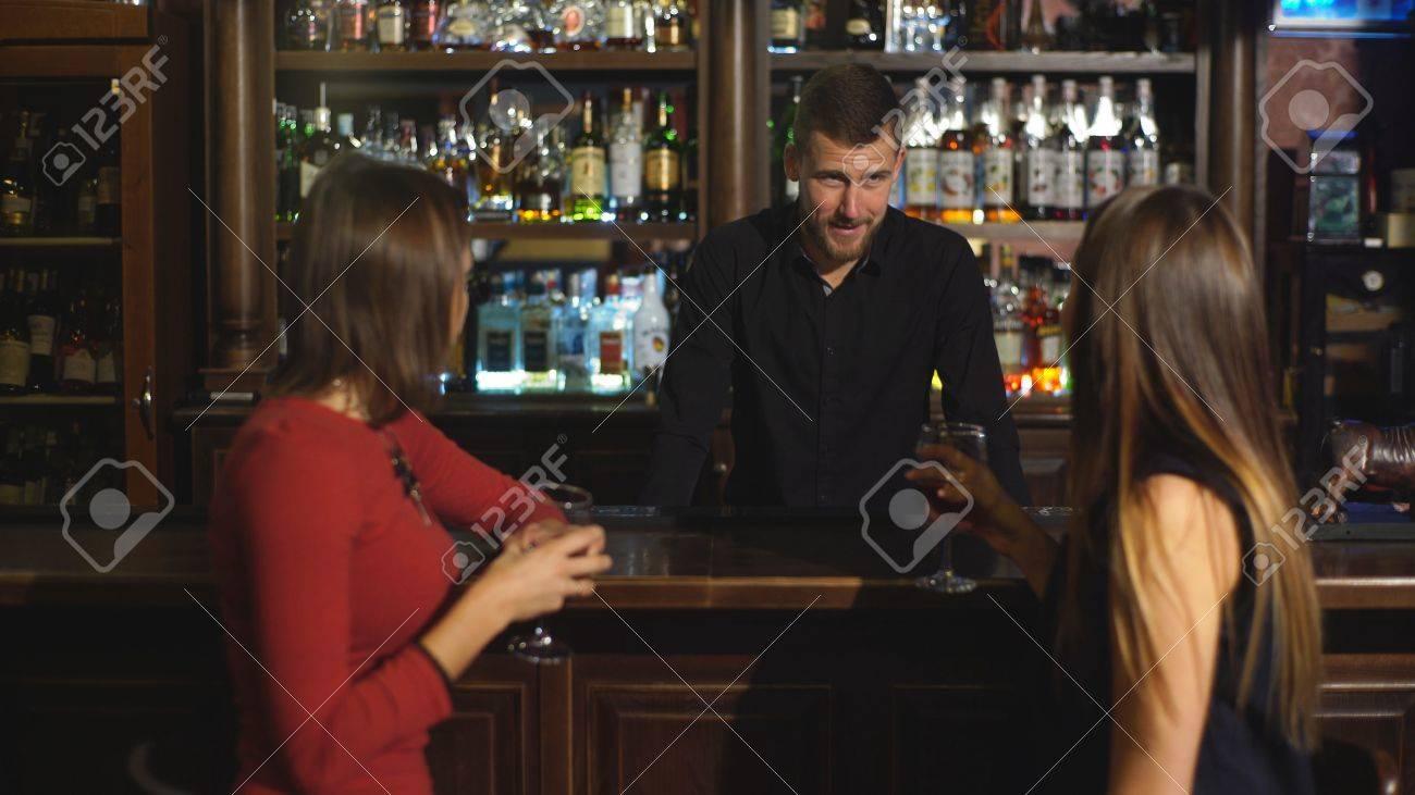 meeting women at a bar