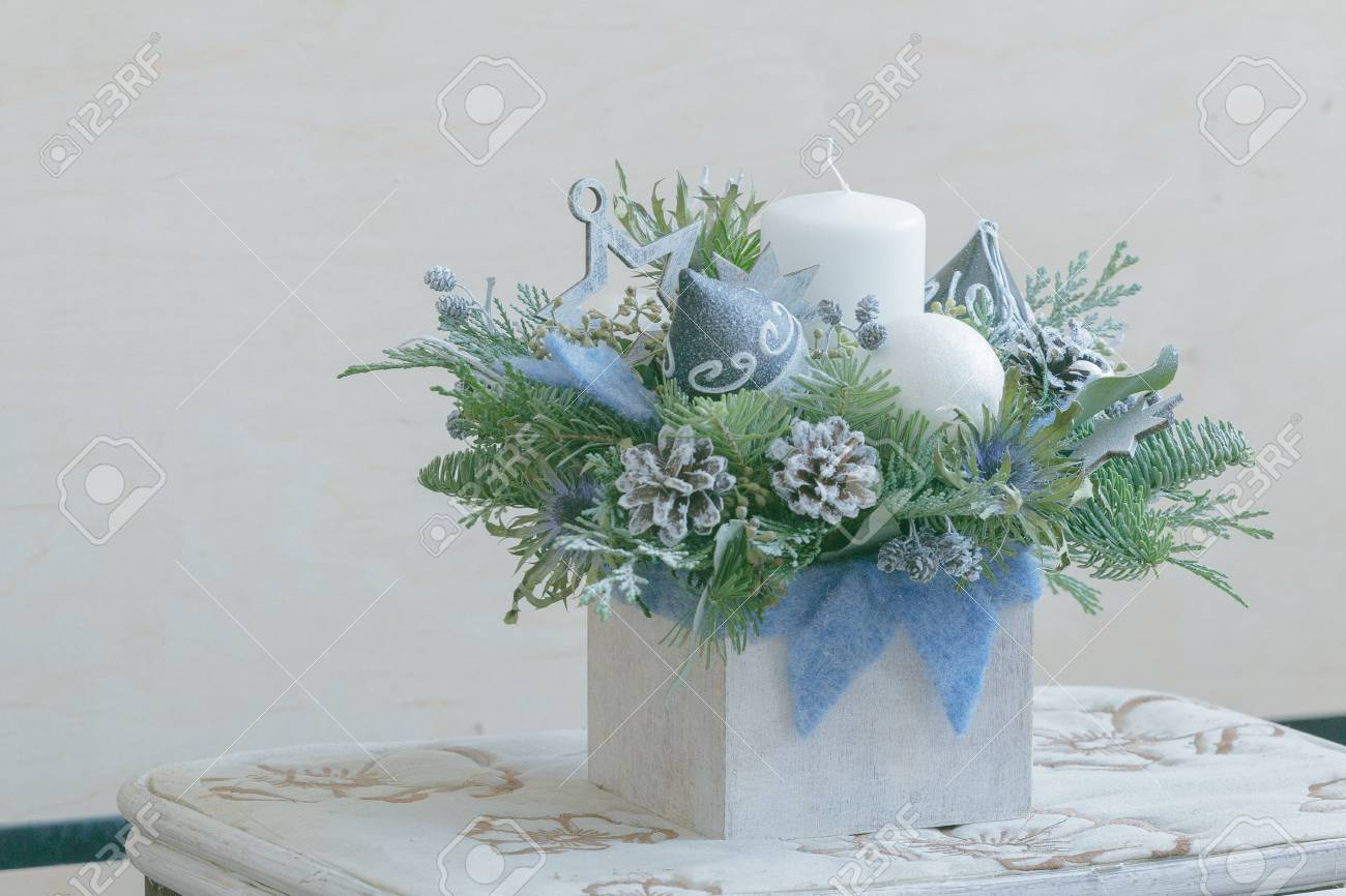 Christmas Flower Arrangements White.Diy Christmas Floral Arrangement In White Wooden Container