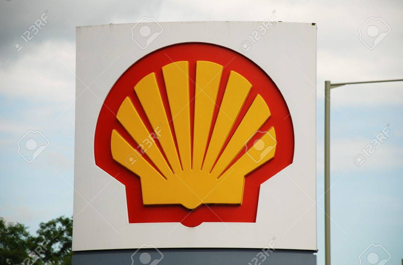 Ashford, England - June 17, 2008 - Exterior of a Shell petrol filling station at Ashford, Kent. Royal Dutch Shell reported a 90% rise in profit for 2010. Stock Photo - 8722820