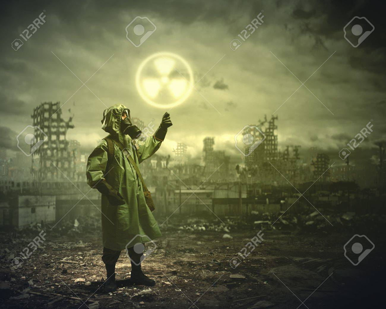 Man in respirator against nuclear background  Radioactivity concept Stock Photo - 21439654