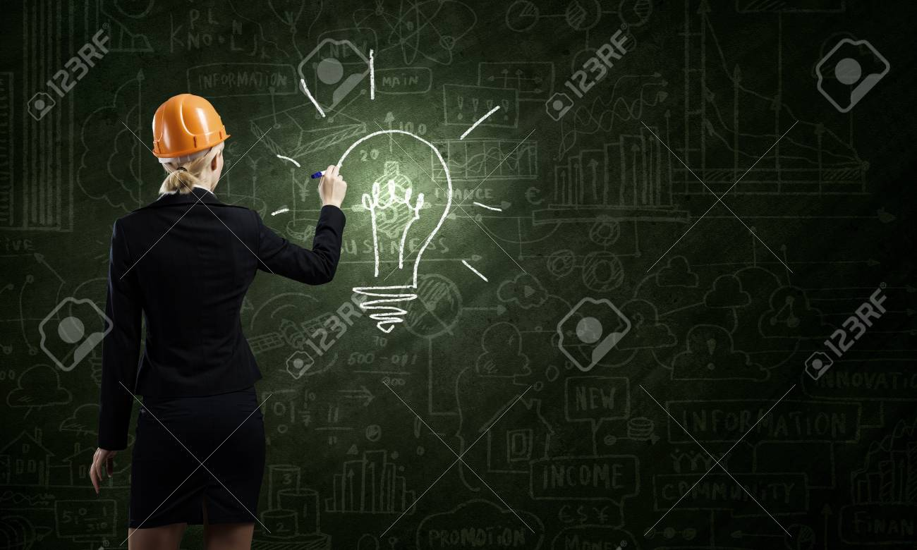 Ruckansicht Einer Frau In Bauarbeiterhelm Zeichnung Skizzen Auf