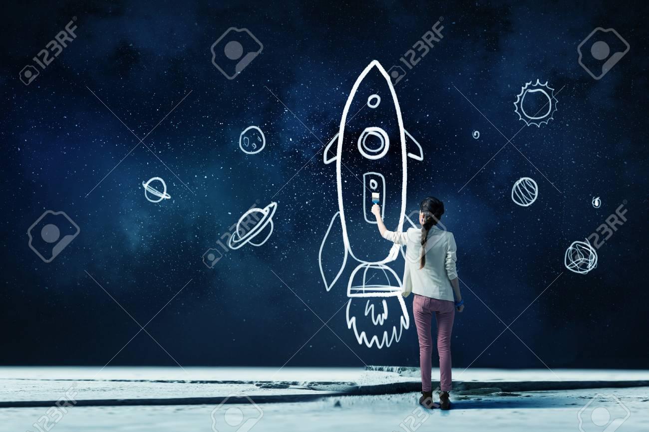 73ef97db890c Ella está soñando para explorar el espacio. Técnica mixta Foto de archivo -  69183342