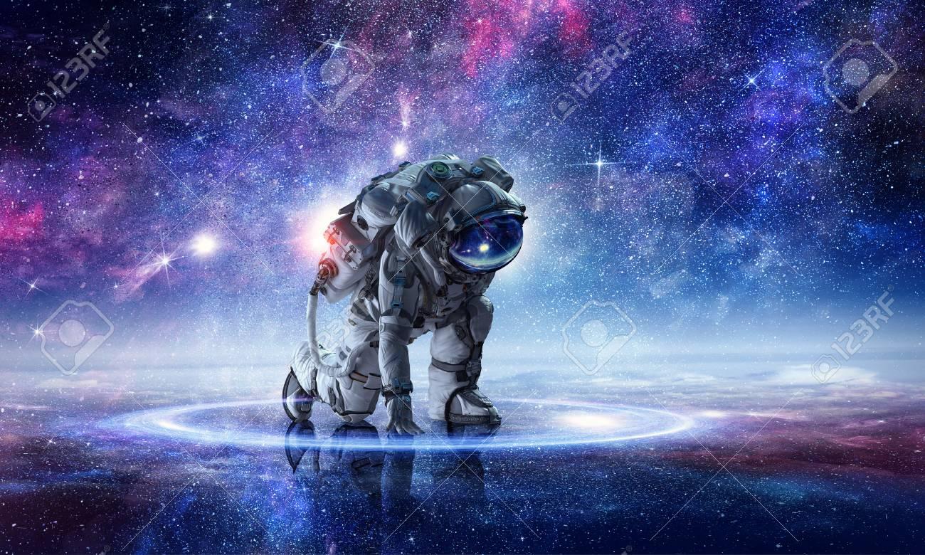 Astronaut starting to run. Mixed media - 91369417