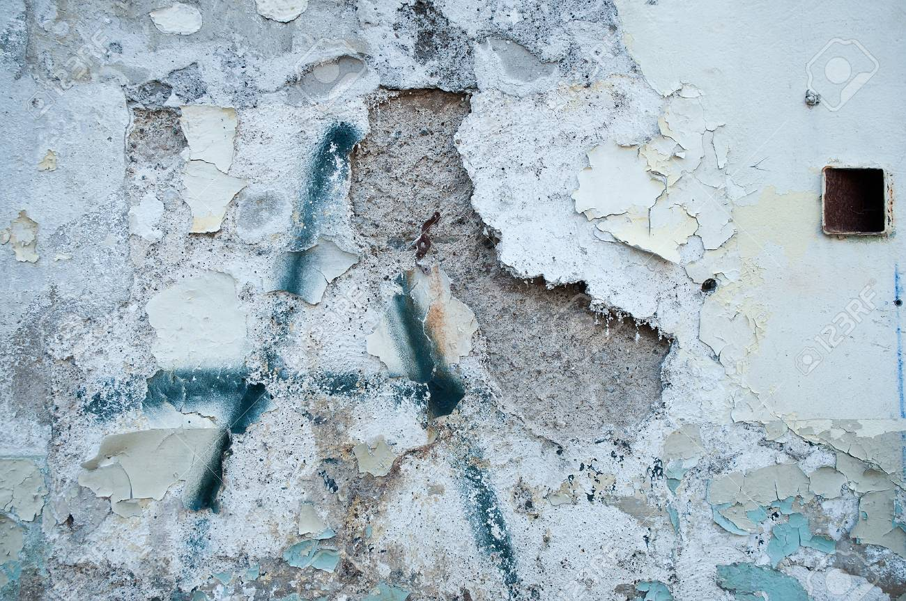 old wall with paint peeling - 46092854