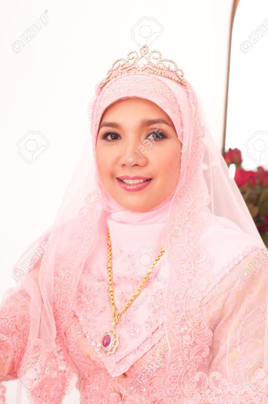 Asiático Tailandés Mujeres Atractivas Musulmanes En Traje De Boda ...
