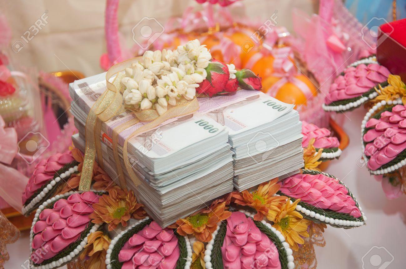 bride price money in thai wedding ceremony Stock Photo - 15717052