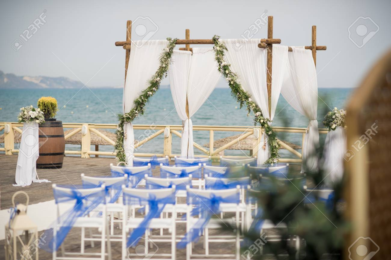 A stunning outdoor wedding ceremony
