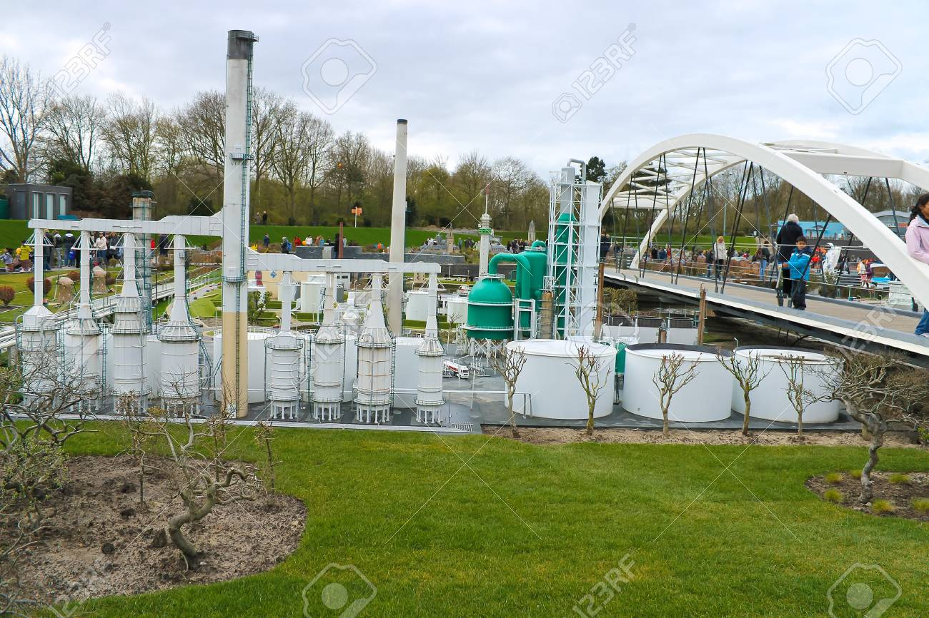 THE HAGUE, NETHERLANDS - APRIL 7: Visiting tourists Madurodam exposition updated April 7, 2012 in Den Haag, Refinery in Netherlands Stock Photo - 14138617