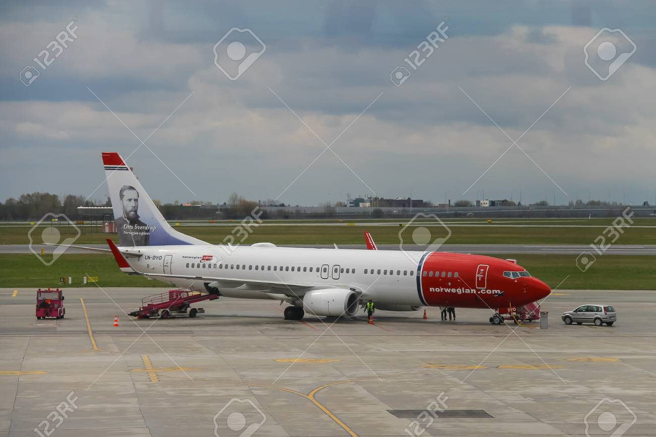 Aeroporto Waw : Warsaw poland apr 18 2015: preflight service of the plane