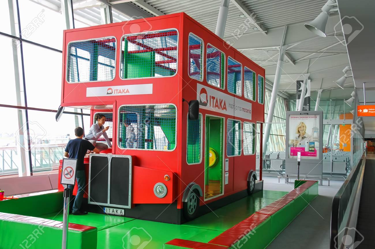 Aeroporto Waw : Warsaw poland apr 18 2015: kids playground bus in warsaw.. stock
