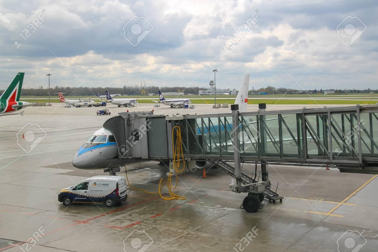 Aeroporto Waw : Warsaw poland apr 18 2015: preflight service of the planes