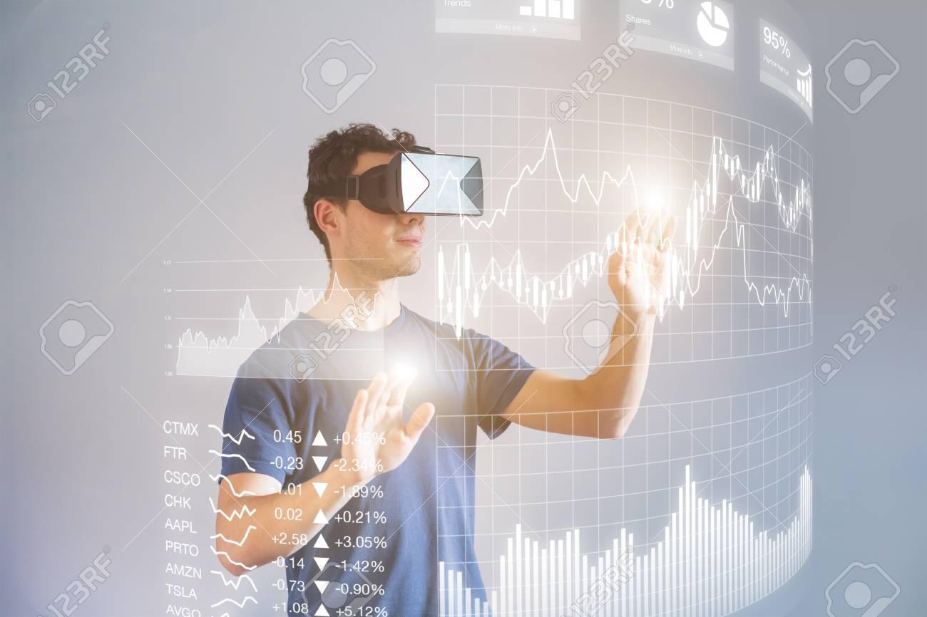 Persona Que Usa Gafas De Realidad Virtual (VR) O Gafas De ...