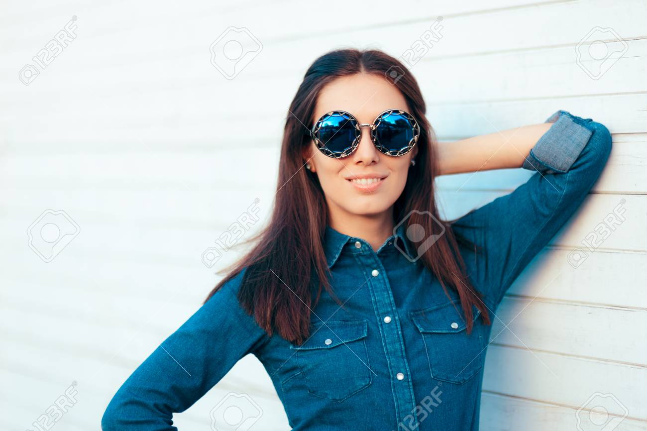 Outfit Sunglasses Matching Autumn Girl Wearing Stylish In Blue Denim yn0Nvm8Ow