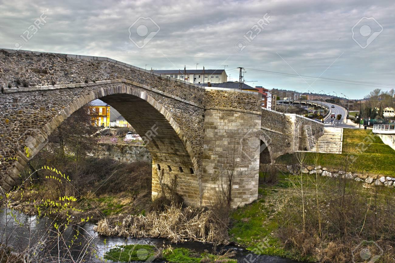 Puente Romano Sobre El Río Boeza Fotos, Retratos, Imágenes Y Fotografía De  Archivo Libres De Derecho. Image 13525789.